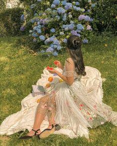 Classy Aesthetic, Nature Aesthetic, Aesthetic Girl, Spring Aesthetic, Disney Aesthetic, Old Dress, Pretty Dresses, Beautiful Dresses, Fairytale Dress