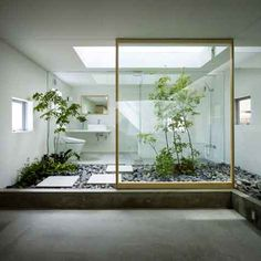 Japanese home features indoor garden room « Japanese architects Suppose Design Office have designed a unique home in Nagoya, Japan with a garden room in the middle of the house. The home has been sited on a narrow plot surrounded by neighboring Indoor Courtyard, Indoor Gardens, Japanese Interior Design, Indoor Garden Rooms, Japanese Bathroom Design, Courtyard Design, Zen Bathroom, Modern Bathroom Design, Interior Garden