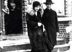 Joseph Goebbels with Magda & Harald Quandt (in the doorway). 1931. (via theevastory)
