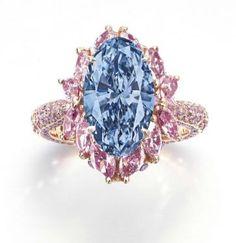 Coloured diamond ring, Moussaieff