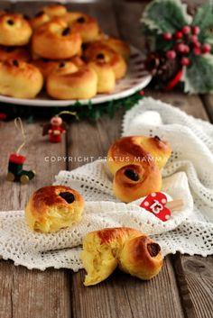 Tanti auguri a tutti coloro che festeggiano Santa Lucia, buon onomastico! Per questa occasione eccovi una ricetta a tema i PANINI ALLO ZAFFERANO DI SANTA LUCIA, ROSE DI PANE SVEDESI, facili e sofficissimi <3 photograpy Natale photo food recipes christmas dolce brioche