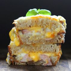 French sandwich with ham, cheese and bechamel sauce. (in Polish)