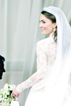 Find images and videos about kate middleton and duchess catherine on We Heart It - the app to get lost in what you love. Royal Wedding Themes, Royal Wedding Gowns, Wedding Dresses Photos, Royal Weddings, Bridal Dresses, Princess Kate, Lady Diana, George Et Charlotte, Kate Middleton Wedding Dress