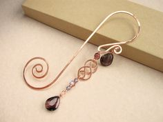Swirly copper wire bookmark with Celtic wire charm and deep plum glass bead… Copper Jewelry, Copper Wire, Wire Jewelry, Beaded Jewelry, Jewellery, Wire Earrings, Handmade Jewelry, Wire Crafts, Jewelry Crafts