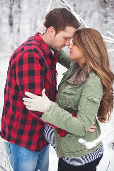 Winter Maternity Photo Session | Leah & Matt Mullett | Tifani Lyn Photography