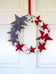 A downloadable template makes this paper craft completely foolproof. Experiment with different star sizes to add interest. Click through to find out how to make this DIY Fourth of July wreath and other Fourth of July crafts.