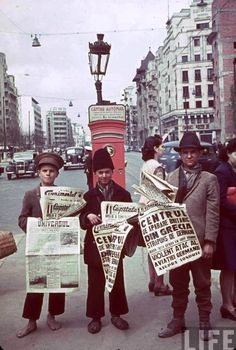 Bucuresti - Romanian newspaper vendors in Bucharest hold up papers announcing the Nazi invasion of Greece and the Blitz in London, 1940 Costume Castle, The Blitz, Bucharest Romania, Childhood Days, Tour Eiffel, Old City, World War Two, Rue, Pretty Pictures