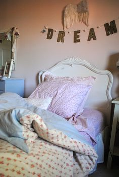 Upcycled Duvet From Two Sheets + LOVE the strand above the bed Indie Room Decor, Diy Bedroom Decor, Bedroom Ideas, Shabby Chic Homes, Shabby Chic Decor, Rustic Decor, Rainbow Room, Room Planning, Little Girl Rooms