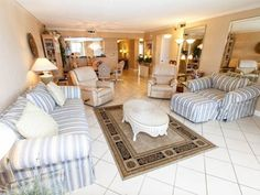 Surf Dweller 402 Fort Walton Beach (Florida) Set 1.9 km from Jet Stadium in Fort Walton Beach, this air-conditioned apartment features free WiFi. The property boasts views of the sea and is 3.1 km from Fort Walton Beach Park.