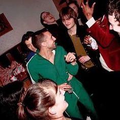 mileskanewithlove/2016/11/22 04:18:42/Hehehe look Alex hand.  Alex Turner and Miles Kane @Sumo Gazette Live  #Milex #tlsp #mileskane #alexturner #love