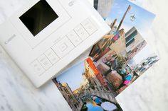 Piccola, portatile e di facile utilizzo, la Canon Selphy CP1200 è una stampante portatile wireless, perfetta per stampare i ricordi delle tue vacanze.
