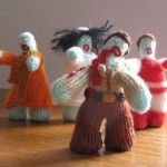 Knit zombies!  Oh my gosh its like taking some of my favorite things and meshing them into a wonderful project!