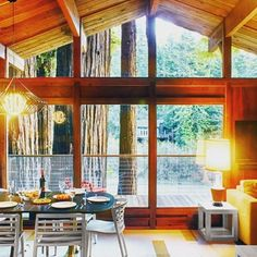 Cozy has never looked so good! Some winter dates open and spring booking fast. Plan your family getaway to Sonoma in northern California. Mid-century beauty on the Russian River, totally family-friendly, perfect for all ages! https://clanventure.com/north