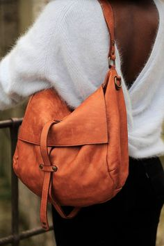 leather handbags and purses Leather Purses, Leather Handbags, Leather Backpack, Leather Bag, Postman Bag, Popular Bags, Cute Bags, Purses And Handbags, Women Accessories