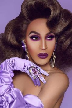 Exotic Makeup, Drag Queens, Big Earrings, Flawless Makeup, Fashion Face, Lady Gaga, Beautiful Creatures, Divas, Peeps