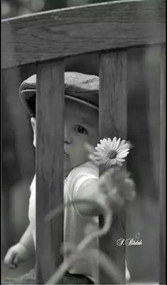 Non sai amare se non te stesso. Precious Children, Beautiful Children, Beautiful Babies, Toddler Photography, Black And White Photography, Baby Pictures, Baby Photos, Cute Photos, Beautiful Pictures