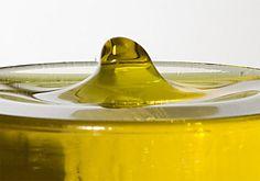 DIY: Limpieza al aceite. Get Glam, White Plates, Wine Decanter, Olive Oil, Diy, Gota, Organic, Skin Care, Olives