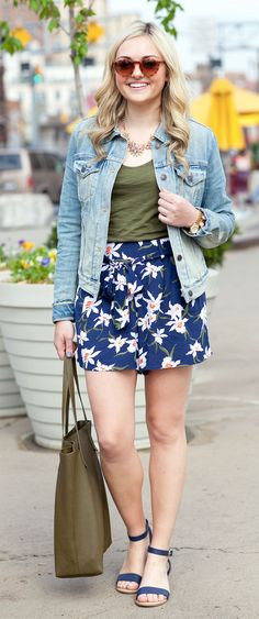 floral printed shorts  #printedshorts #outfit #newyork #american #summer #fashiondesigner #designer #street #streetoutfit #summeroutfits #outfit #outfitmagazine #outfitmag #fashion #style #streetfashion #outfitideas #dailyoutfitideas #ootd #outfitoftheday #beauty #fashionblogger #blogger