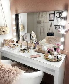 20 best makeup vanities & cases for stylish bedroom makeup vanity decor Sala Glam, Vanity Room, Bedroom Makeup Vanity, Makeup Vanity Decor, Closet Vanity, Mirror Vanity, Bedroom With Vanity, Ikea Mirror, Small Vanity