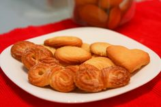 just made these, my family agrees they taste just like the Royal Dansk danish butter cookies
