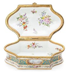 Box in French Sèvres porcelain, early decades of t - by Balclis