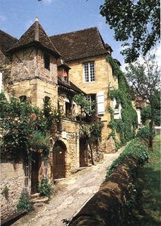 SARLAT-rue-maison-de-Dordogne-Sarlat-22400-Sarlat-Perigord-Noir-Aquitaine-France-Europe