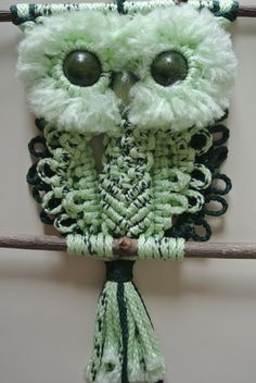 Macrame Owl Variegated Green, Light & Dark Green / Home Deco / Wall hanging by RoseliensMacrame on Etsy Macrame Owl, Macrame Wall Hanging Diy, Deco Wall, Macrame Projects, Baby Owls, Macrame Patterns, Creative Crafts, Wooden Beads, Home Deco