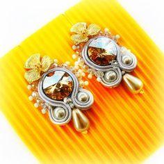 Un po' di luce per illuminare questa giornata pensierosa  . . La confezione regalo è già pronta, li trovate sul mio sito: http://www.archideeonline.com/shop/orecchini-soutache-white-gold/ #archidee ...