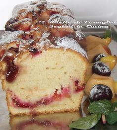 Plum Cake alle Susine con Spiedini di Frutta Fresca