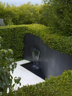 16 Ideas For Backyard Garden Design Water Walls Modern Landscape Design, Modern Garden Design, Backyard Garden Design, Contemporary Garden, Green Landscape, Modern Landscaping, Landscaping Shrubs, Farmhouse Landscaping, Water Walls