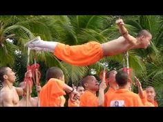 ▶ Kungfu Exhibition in Lumpini Park - YouTube