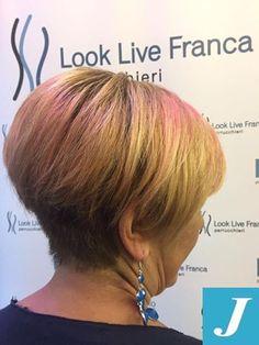 Per la nostra amica un cambio look stravolgente! #centrodegradèjoelle #looklive #ParrucchieraFranca #sfumature #pink #blonde #wella #changeisgood #instafashion #cdj #tagliopuntearia