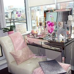 This girls setup especially her lighting  @slmissglam  Can I come over for selfies ?  PS: The vanity is from Homesense in Canada  #Padgram