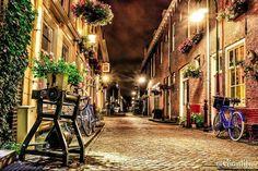 Dutchness  --------------------------- #giantific #delft #photography #holland #street #dutch #nightshot #flowers #thenetherlands --------------------------- #landscape #landscape_lovers #scenary #landscape_captures #landscapephotography #landscapelover #landscapehunter #landschap #super_holland #dutch #holland --------------------------- #traveling #travelling#travel #traveljunkie #reizen #wanderlust #wanderlusting #traveladdict #sky #clouds