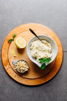 WHIPPED Vegan Ricotta Cheese! 5 ingredients, 10 minutes, SO delicious! #ricotta #almond #cheese #recipe #vegan #glutenfree #minimalistbaker Dairy Free Recipes, Vegan Gluten Free, Vegetarian Recipes, Healthy Recipes, Paleo, Queso Ricotta, Vegan Ricotta, Almond Ricotta Recipe, Socca Pizza