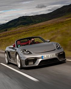 The new 718 Spyder is the real deal, an open-top, mid-engine sports car that channels the spirit of the legendary 550 Spyder and 718 RS 60 roadsters.