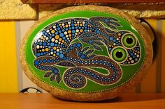 Make a large one for the yard! Dot Art Painting, Pebble Painting, Pebble Art, Stone Painting, Stone Crafts, Rock Crafts, Polka Dot Art, Hand Painted Rocks, Painted Stones