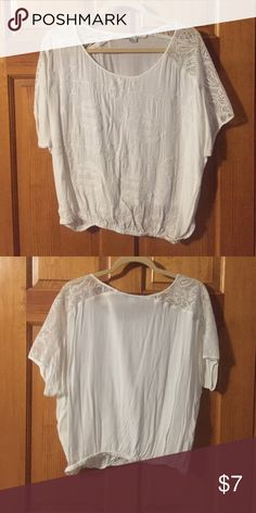 White print top White top with print & lace from Forever 21, size large American Eagle Outfitters Tops Tees - Short Sleeve