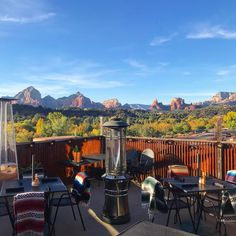 If you want to enhance your meal in Sedona, Arizona, then check out this list of great restaurants with incredible views! Arizona Road Trip, Arizona Travel, Sedona Arizona, Croatia Travel Guide, Thailand Travel Guide, Las Vegas, Travel Route, Train Travel, Barcelona
