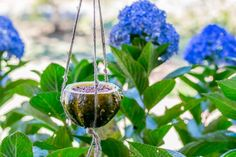 The experts at HGTV Gardens show you how to use fall gourds to create a simple and natural bird feeder. Garden Show, Dream Garden, White Bird Tattoos, Bird Nest Craft, Best Bird Feeders, Black And White Birds, Bird Houses Painted, Painted Gourds, Autumn Decorating