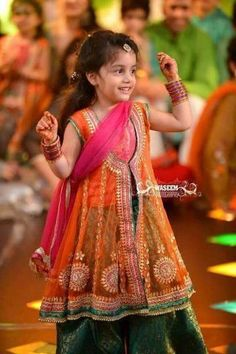 Baby Girls Wedding Frocks In Pakistan For 2019 Indian Dresses For Girls, Pakistani Kids Dresses, Wedding Dresses For Kids, Fancy Dress For Kids, Pakistani Outfits, Little Girl Dresses, Girls Dresses, Wedding Ideas, Pakistani Girl