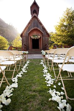 I love the rustic chapel with the beautiful landscape(: so amazing.