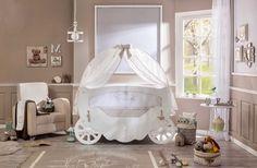 Cilek Fairy Babybett  Wie Aschenbrödels Kutsche, die aus einem Kürbis gezaubert wurde, so magisch überwältigt dieses besondere Babybett. Das große zweigeteilte Moskitonetz ist auch im Winter schön anzusehen und verleiht der...