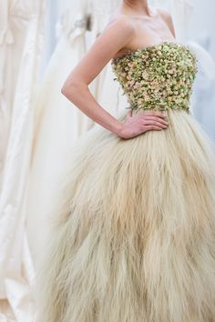 Real flower wedding dress, by www.zitaelze.com