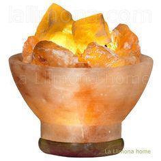Lámpara de sal centro fuego con la base de madera. Altura: 12 cms. http://www.lallimona.com/online/lamparas-de-sal/