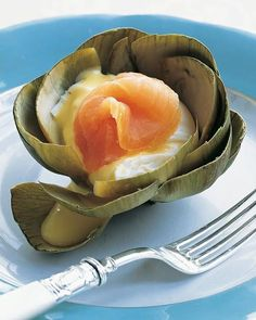Steamed Artichokes with Poached Eggs and Smoked Salmon - Martha Stewart Recipes Steamed, scooped out artichokes make edible cups for hollandaise-topped poached eggs and smoked salmon. Try this twist on the classic eggs Benedict for a special brunch. Egg Recipes, Brunch Recipes, Brunch Food, Sunday Brunch, Smoked Salmon Recipes, Artichoke Recipes, Poached Eggs, Poached Salmon, Gourmet