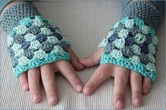 Ravelry: Granny Square Stripes Fingerless Gloves pattern by Adriana Veleda