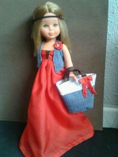Dress for Nancy handmade. Conjunto hecho a mano para Nancy. Vestido largo rojo y chaleco y bolso capacho vaquero. Hippy