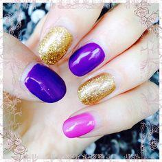 Das waren die Nägel zum Jokerkostüm. #belladonna #nails #nailart #naildesigns #finger #fingers #fingrs #purple #gold #glitternails #glitter #glitzer #lila #violet #joker #batman #suicidesquad