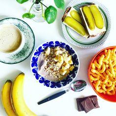 Breakfast, banana, coffee, chocolate, cheez doodles Cheez Doodles, Banana Coffee, Chocolate, Breakfast, Interior, Morning Coffee, Schokolade, Design Interiors, Chocolates